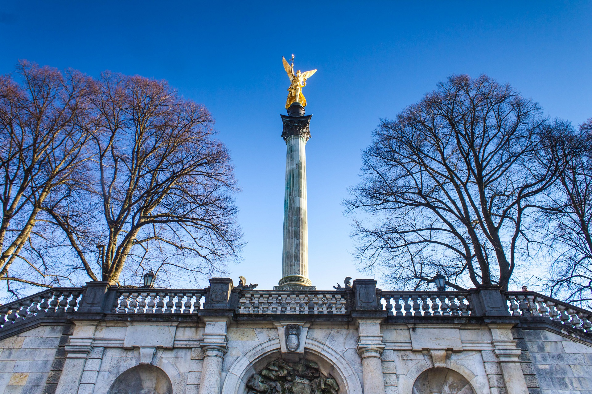 golden-peace-angel-statue-in-munich-shutterstock_170262488-2