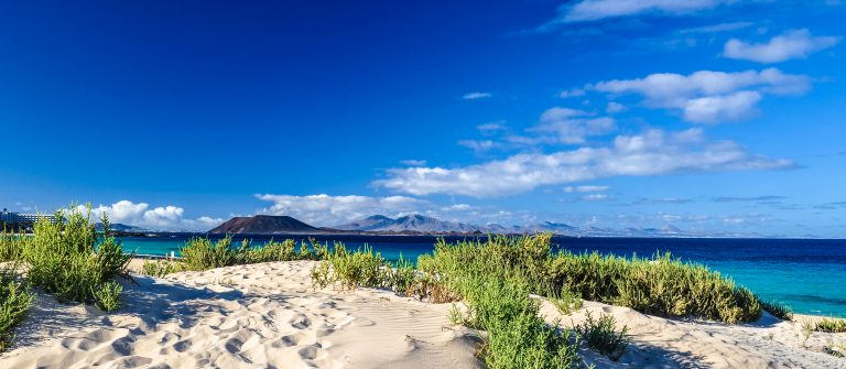 lobos-and-lanzarote-seen-from-corralejo-beach-fuerteventura-istock_000048832316_large-2 (1)