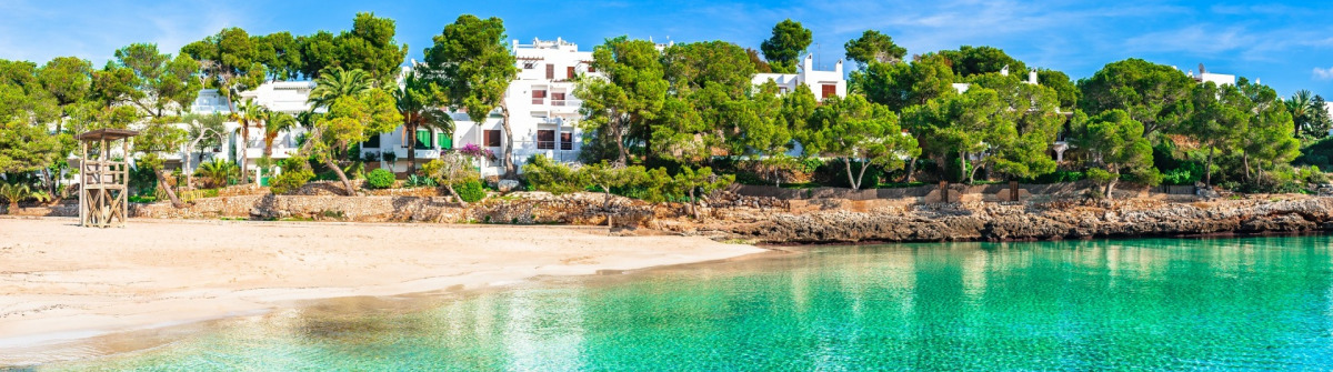 Cala Gran in Cala d'Or Mallorca shutterstock_614620934 – Copy_v3-header