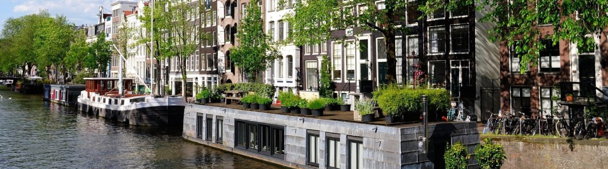 boat-houses-in-front-in-Amsterdam-Netherlands_shutterstock_1615008439-2