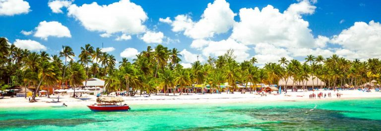 Dominikanische-Republik-Beach-iStock_000070278221_Large-2