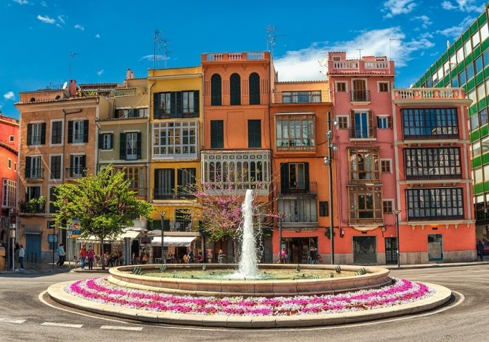 Old-colorful-houses-in-the-center-of-spanish-town-Palma-de-Mallorca-Spain_shutterstock_114290755