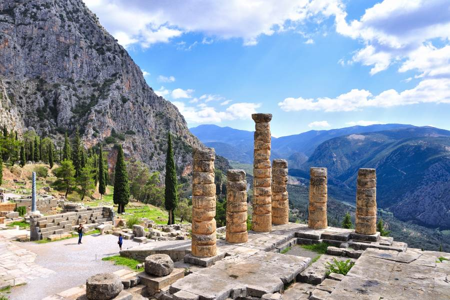 Ancient-ruins-of-delphi-in-greece-on-a-sunny-day_598828616