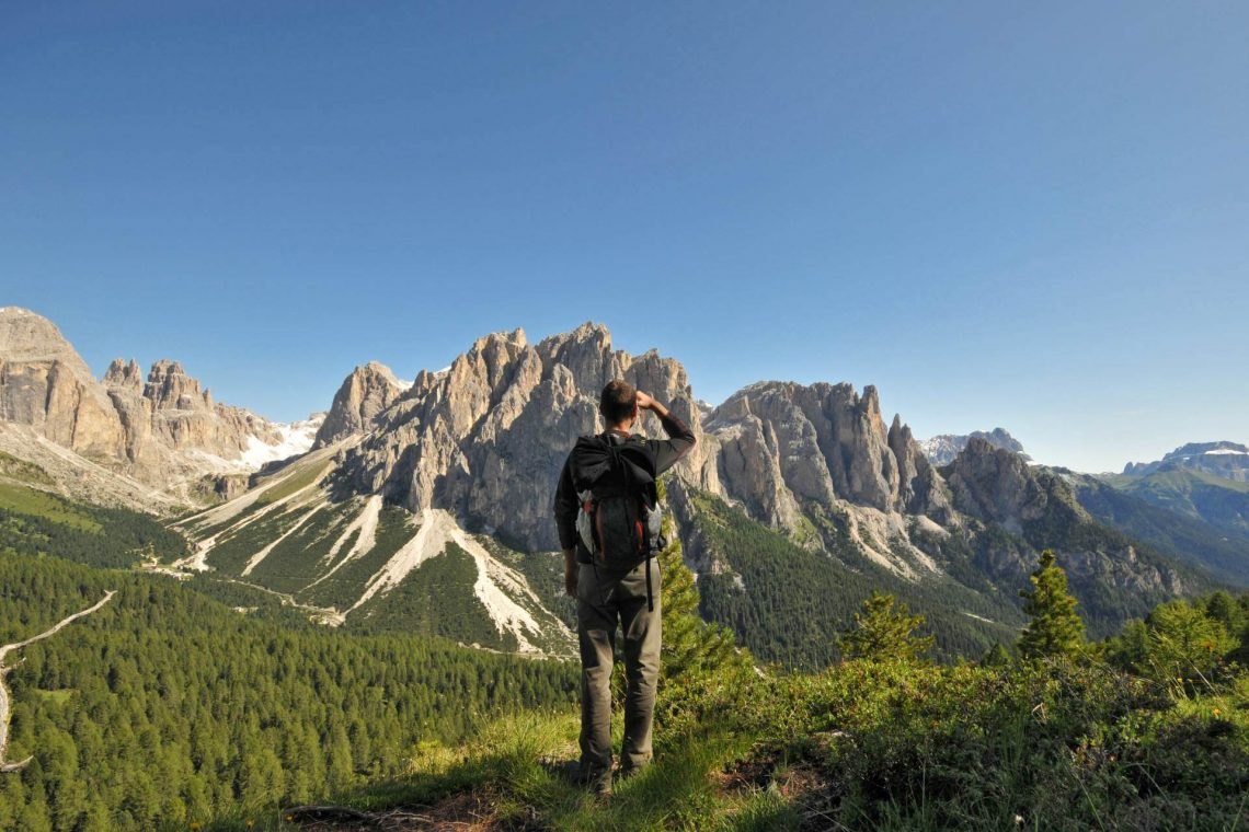 shutterstock_34006768_Hiking-path-at-the-foot-of-the-Rosengarten-Dolomites-Alps-Italy_1920x1280_tiny