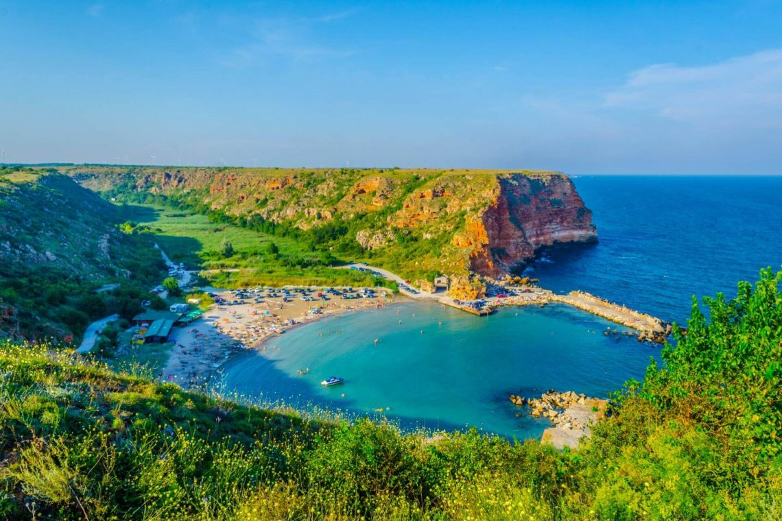 shutterstock_1008683593_Aerial-view-of-the-Bolata-beach-in-Bulgaria_klein_tiny