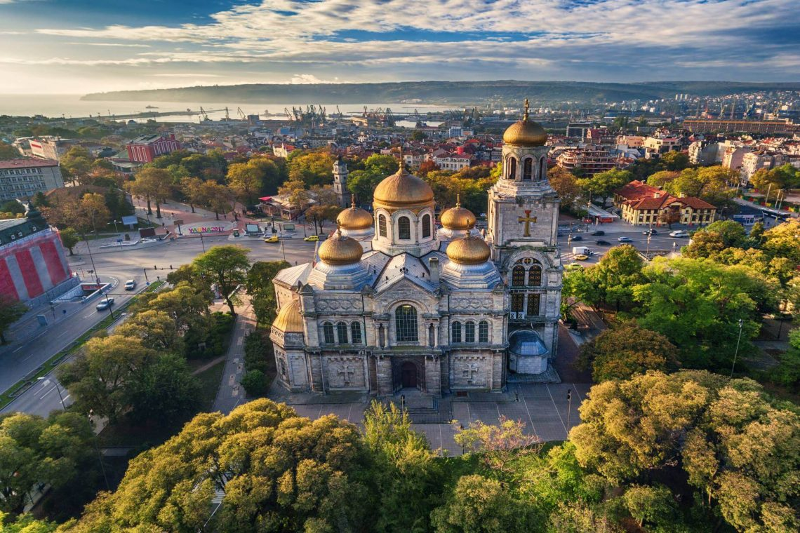 shutterstock_511415530_Aerial-view-of-The-Cathedral-of-the-Assumption-in-Varna_tiny