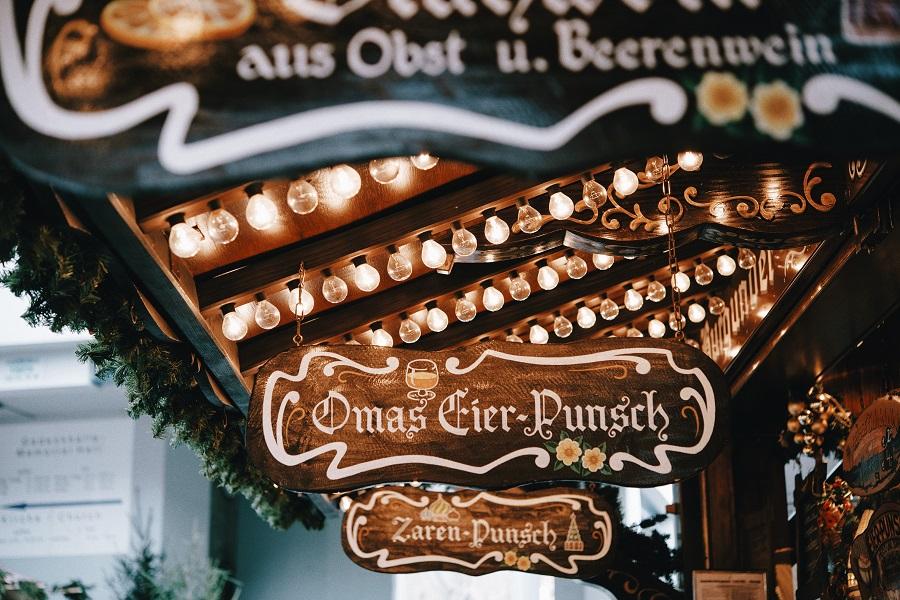 Punschstand auf dem Weihnachtsmarkt Freyung in Wien