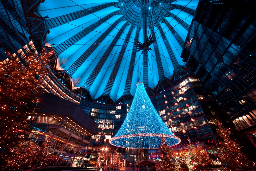 7.-Weihnachtsmarkt-am-Potsdamer-Platz-in-Berlin-Sony-Center_iStock-171591597