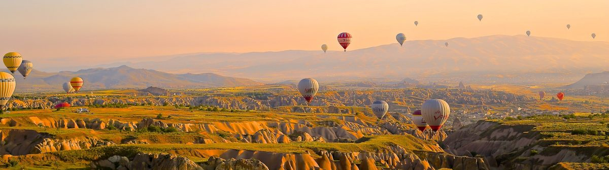 hot-air-ballons-828967_1920