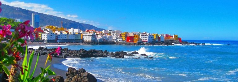 Famous-beach-Playa-Jardin-with-black-sand-in-Puerto-de-la-Cruz-Tenerife-Spain_789344026