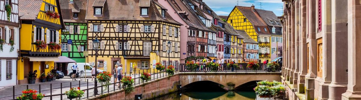 Colmar-architecture-and-flower-decoration-iStock-611780988-2-1