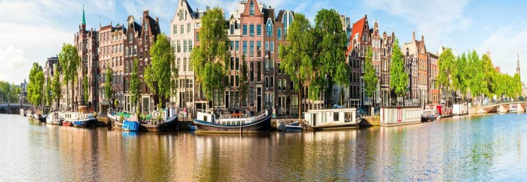Amsterdam-tranquil-canal-scene_iStock-14462230-1
