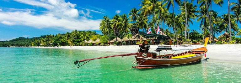 Boat-to-Paradise-at-trang-Ko-Samui-Thailand-iStock_000056895456_Medium-2