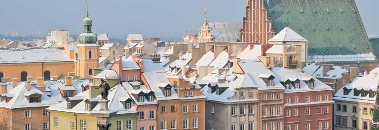Buildings-at-Castle-Square-Warsaw-Poland_shutterstock_127798739