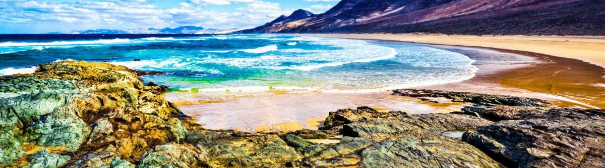 Rocky-coast-of-the-atlantic-ocean-at-Fuerteventura-iStock_000022694422_Large-2