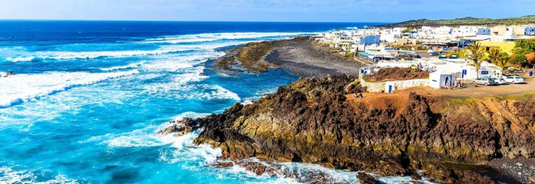 View-of-El-Golfo-village-and-blue-ocean-on-coast-of-Lanzarote-shutterstock_269113607-2