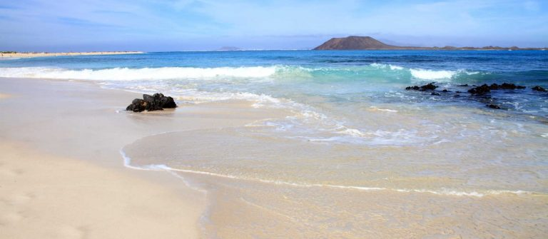Corralejo-nature-reserve-in-Fuerteventura-Canary-islands-Spain_shutterstock_69956479