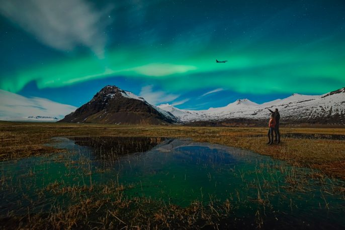 presse_icelandair_hikers_northenlights_nordurljos