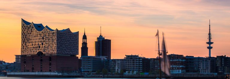 Hamburg_hafen_sonnenuntergang_iS-546439554_1920