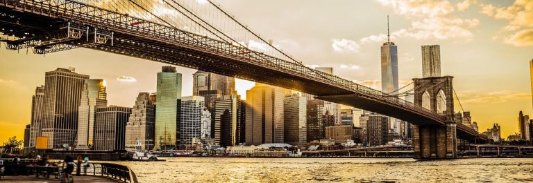 Brooklyn-Bridge-and-Manhattan-at-sunset-iStock_000048081118_1920