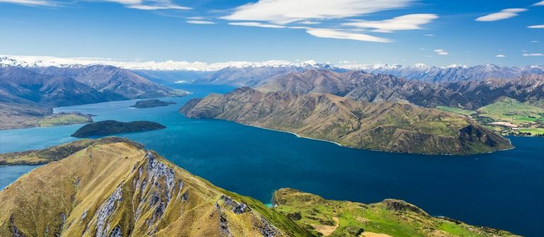 Lake wanaka in New Zealand