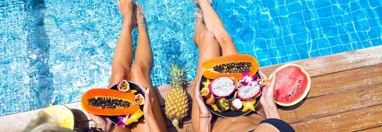 Obst-am-Pool-shutterstock_633066326