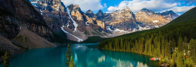 Kanada_moraine_lake_banff_national_park_shutterstock_110500415