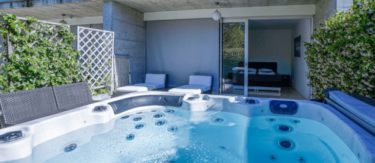 HG-Airbnb_whirlpooltessin-1
